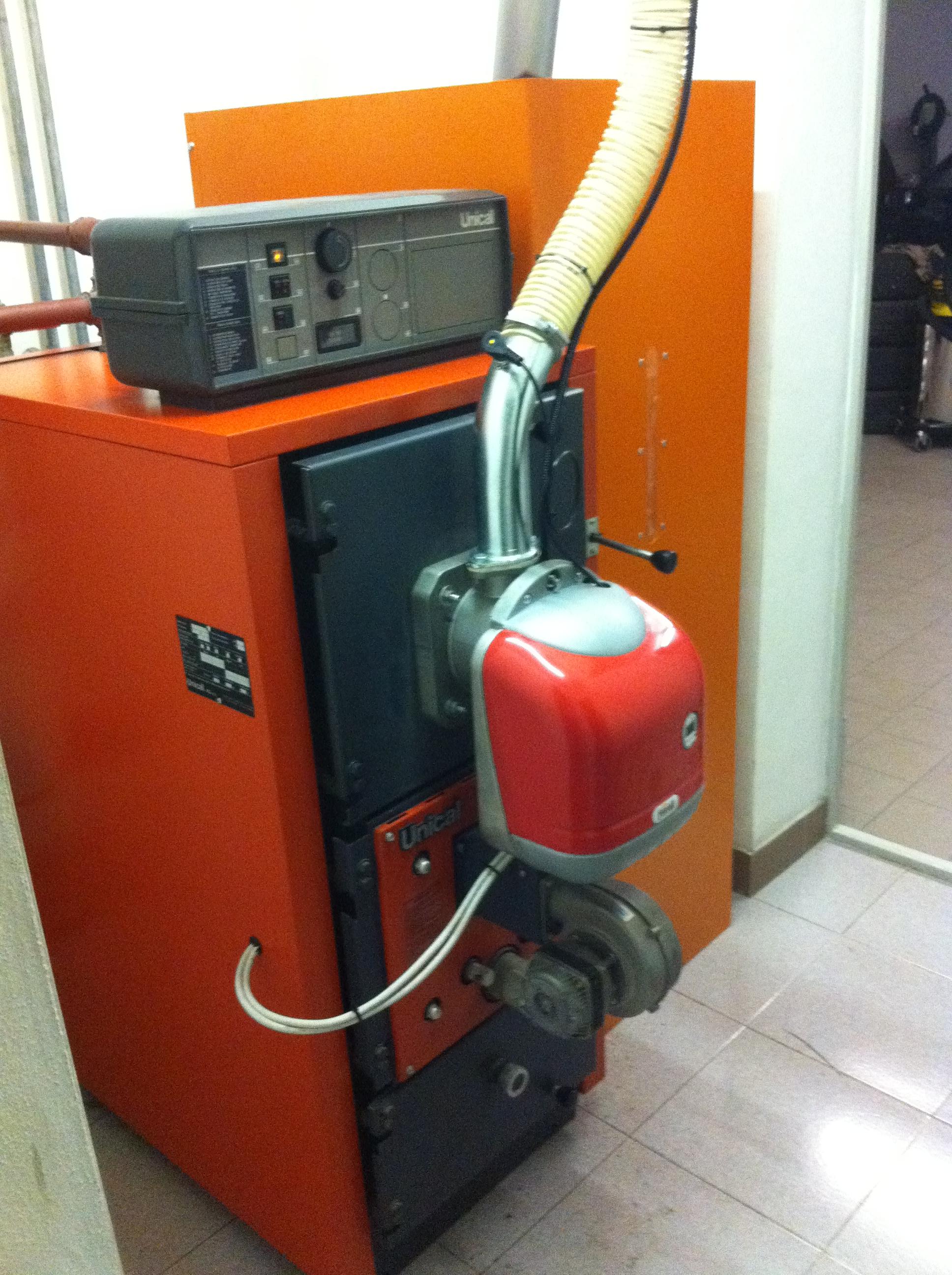 Bruciatore di pellet per conversione caldaie da gasolio a for Caldaia biomassa usata